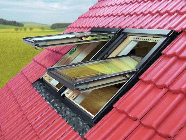 Современные технологии монтажа предусматривают посадку мансардного окна в толщу кровли на глубину 60 мм. Это позволяет существенно снизить потери тепла в холодное время года.