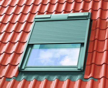 Стеклопакет современных мансардных окон от Velux, Farko, Roto является однокамерным. Это обусловлено необходимостью обеспечения минимального веса конструкции с тем, чтобы окно не оказывало чрезмерной нагрузки на стропильную систему.