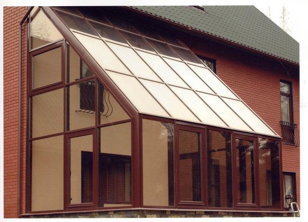 конструкции из алюминия, в сравнении со своими аналогами, выполненными на основе древесины или ПВХ, обладают лучшей ремонтопригодностью