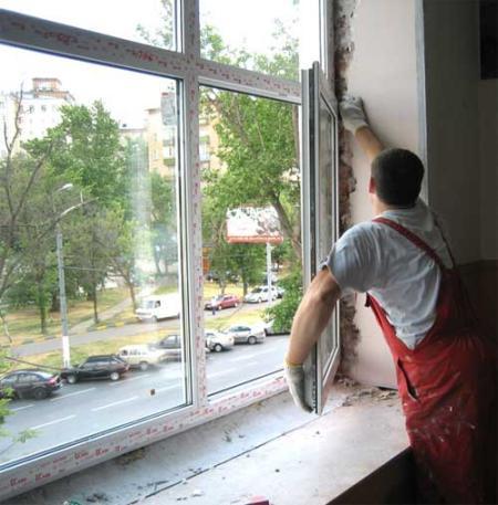 Еще одним фактором, почему лучше купить пластиковые окна именно у нас это профессиональный монтаж по доступной цене. Ведь даже самое лучшее окно можно испортить небрежной установкой.
