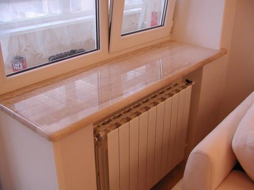 Устанавливать подоконник начинают только после правильной установки самого окна. Чем качественней будет произведен монтаж и установлен подоконник, тем дольше будет срок эксплуатации изделия.