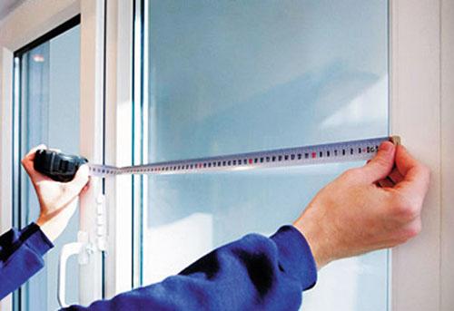 Процесс любого замера окна всегда напрямую зависит от проема, от его размеров и особенностей. Под особенностями можно подразумевать тип дома.
